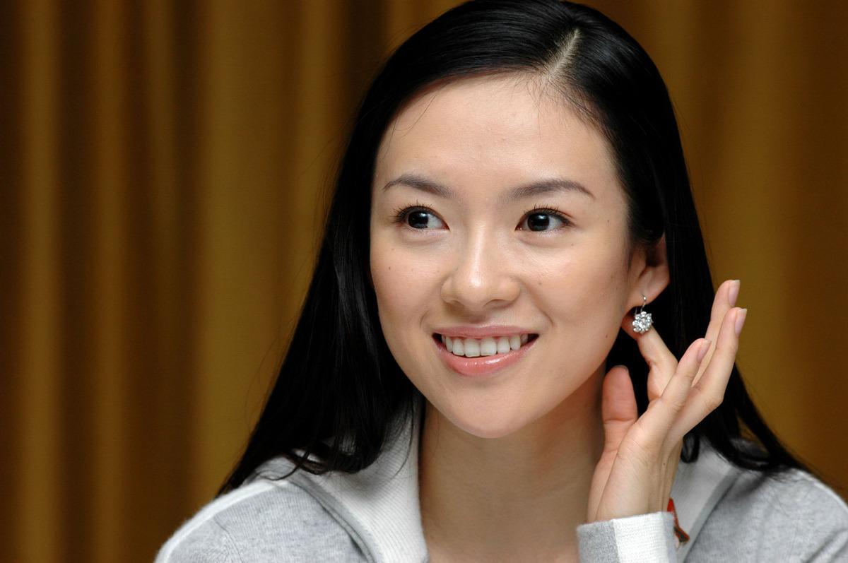 因万达香港上市章子怡母女身家暴涨至8.4亿