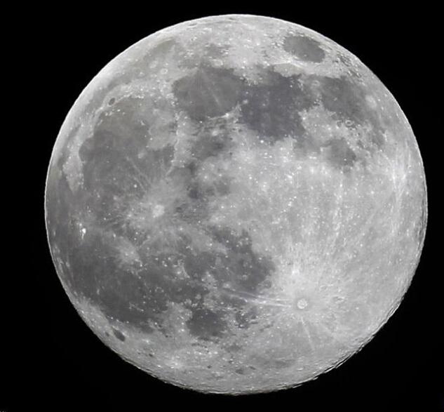 美国加州上空的超级月亮