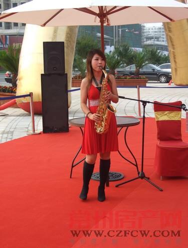 美女萨克斯表演-新城公馆 尊域产品发布会及诚意认筹活动圆满举行